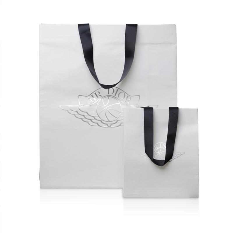 Hunter Luxury - Air Dior Paptic retail bag